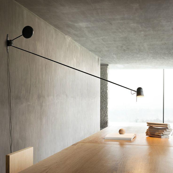 """Il corpo esile e leggero, l'equilibrio perfetto e il design pulito portano Counterbalance di Luceplan a vincere il """"Compasso D'Oro"""" del 2014."""
