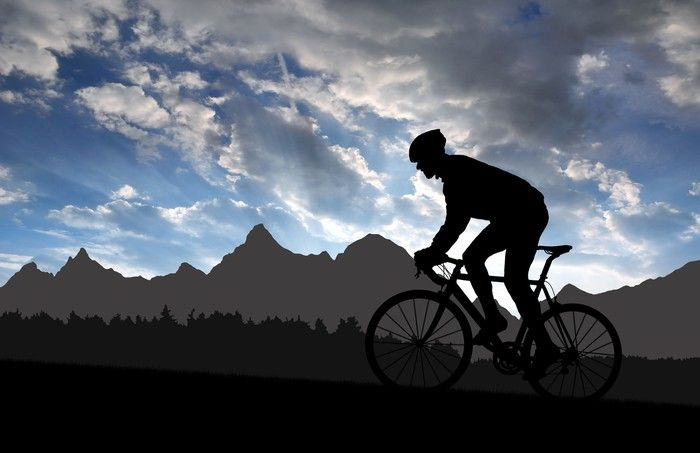 Obraz na Plátně Silueta cyklisty, jízda na silniční kolo při západu slunce ✓ Snadná instalace ✓ 365 denní záruka vrácení peněz ✓ Procházejte ostatní vzory z této kolekce!