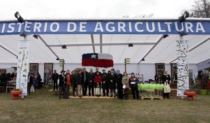 En el gran espacio que cuenta el Ministerio están presentes sus servicios, para que los visitantes conozcan el quehacer de cada institución y cuál es su aporte al desarrollo de la agricultura nacional y al cuidado del medio ambiente.