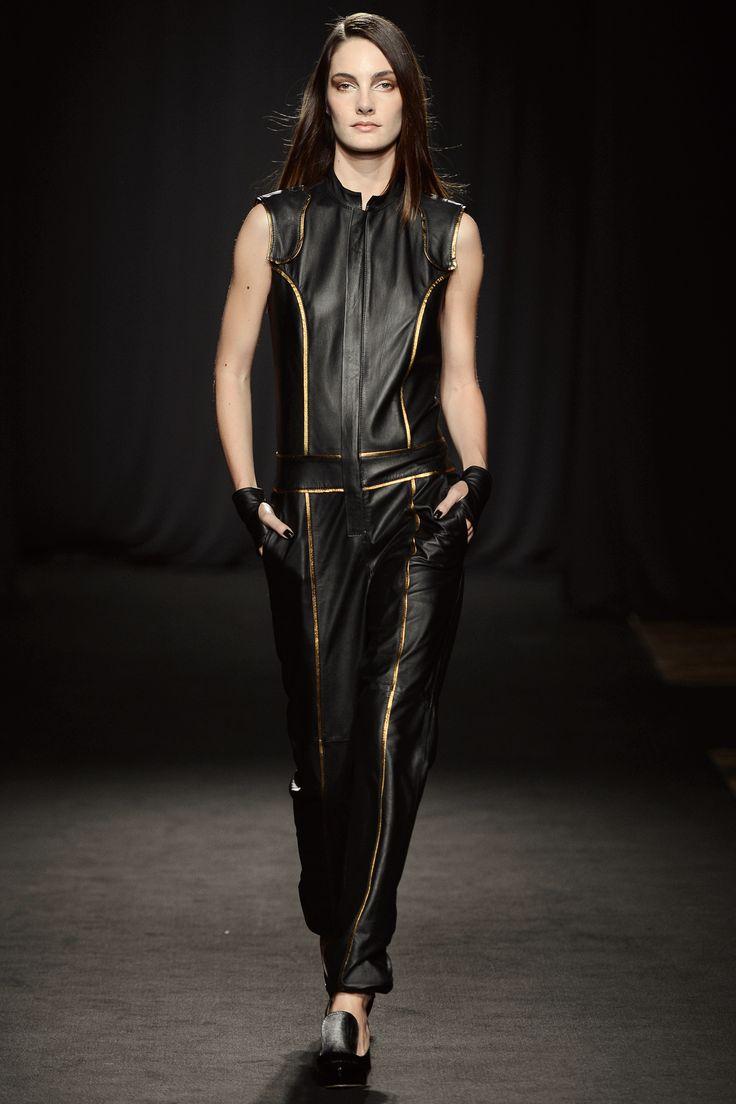 Fortes tendências da estação na leitura glamourosa e exuberante da moda de Minas. http://abr.io/J2fb
