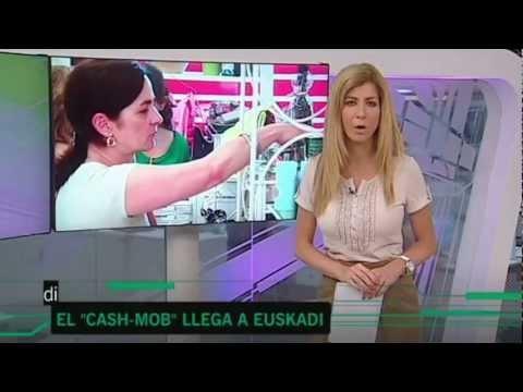 Desde CIB Comercios Innovadores de Bilbao, nace el 5º Cashmob, un evento que cruza de un lado a otro todo nuestro País, llegando a Euskadi por primera vez. Una pequeña panadería llena hasta los topes de mensajes de pasión, ilusión y futuro. Grandes personas solidarias y colaborativas en Bilbao. Gracias amigos :)