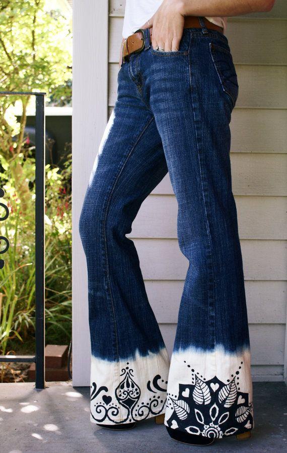 Dipinto a mano Mandala upcycled jeans taglia 2 candeggina tuffato tuffo tinti Bohemian boho chic hippie campana fondi vita normale riciclato repurposed OOAK