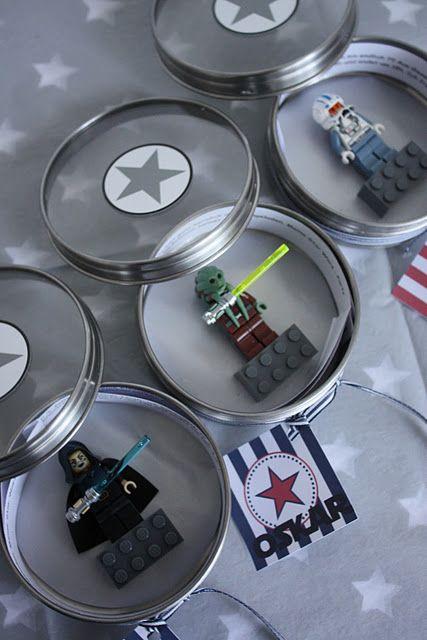 star wars birthday party invitations! so cool! (das-kleine-weisse-haus.blogspot.com)