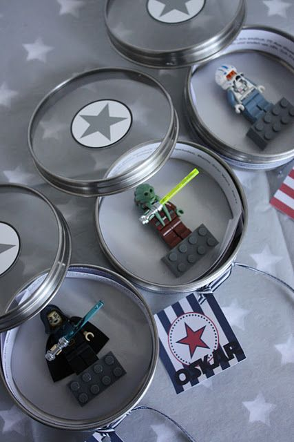 star wars birthday party invitations! so cool! (das-kleine-weisse-haus.blogspot.com)