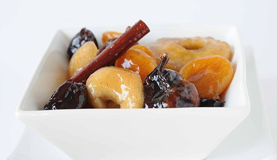 Tutti Frutti con frutos secos.  Macedonia premium con frutas deshidratadas y especias. Aquí la receta con manzana y ciruela deshidratada, damasco turco, higos deshidratados, vainilla y canela cassia Gourmet.