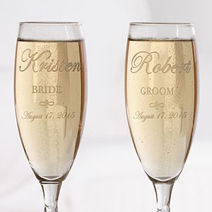 Perfect wedding day accessories - Engraved Crystal Champagne Flutes - Bride and Groom Design!