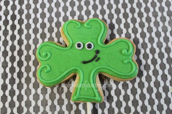 SMILEY FACE SHAMROCK Order early to reserve spot on baking schedule    choose bagged only OR on sticks and bagged      This Listing is for 1