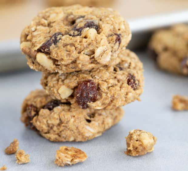 These Oatmeal Raisin Cookies Are Quick And Easy To Make In One Bowl Recipe In 2020 Raisin Cookies Oatmeal Raisin Cookie Recipes Oatmeal Raisin