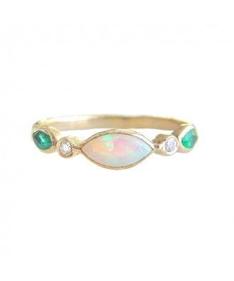 Bague marquise opale et émeraudes