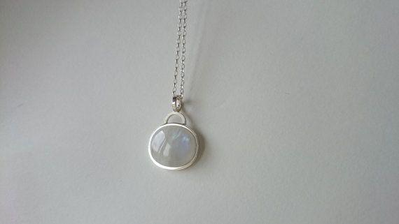 Colgante de plata y piedra luna por horivert en Etsy