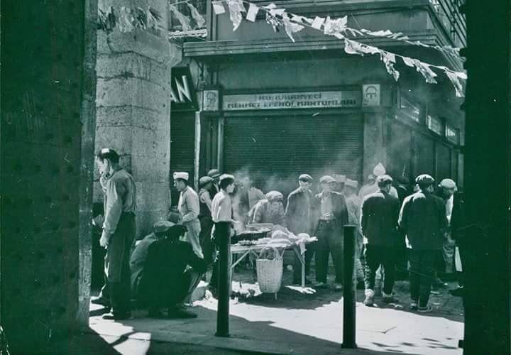 Mısır Çarşısı Kuru Kahveci Mehmet Efendi 1950'ler... #istanbul