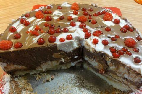 Jak udělat nepečený tvarohový dort s ovocem | recept