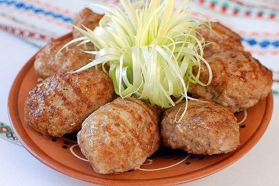 Самые вкусные в мире котлеты http://stryapuha-kuhnya.ru/samye-vkusnye/  Хотите попробовать самые нежные и вкусные котлетки? Тогда этот рецепт для Вас! Котлеты просто объедение! Ингредиенты: Фарш из индейки или курицы (я готовлю из индейки) — 800 граммов; Манная крупа — 4 столовые ложки; Сметана — 2 столовые ложки; Яйцо — 1 штука; Петрушка, укроп — 3-4 былинки; Сахарный песок […]