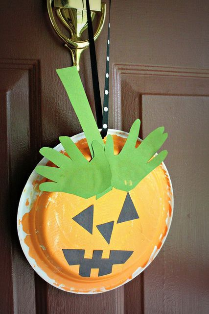 OMG who's ready for Halloween??? Get in the mood by making some spooky halloween crafts with your kids! Halloween crafts are always a blast to make and I know the kids will love making pumpkins, bats, and monsters out of all kinds of  things even yarn and toilet paper rolls! There are so many fun …
