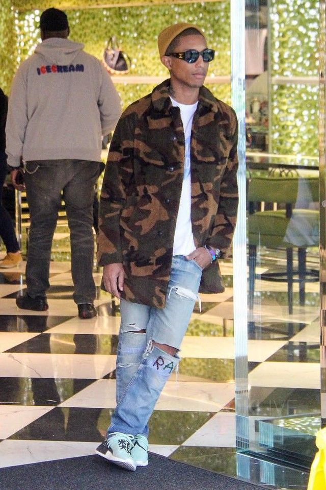 Pharrell Williams Los Angeles 2016-12-21