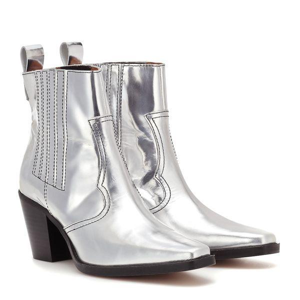 Ganni Ankle Boots Western aus Leder 419,00€ | Schuhtrends