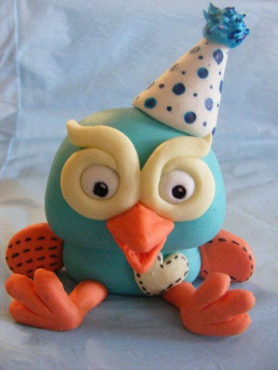 Hoot the Owl (Giggle  Hoot) - Fondant owl, personalised for customer (dressed in his party hat) ready for the little boy's first birthday. TFL :)