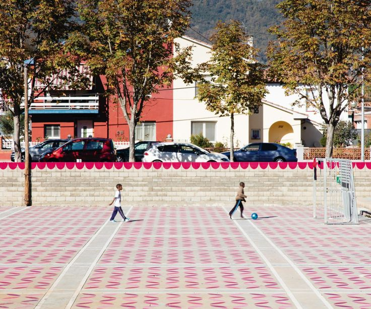 unparelld'arquitectes . Dressing up the Square . Olot  (1)