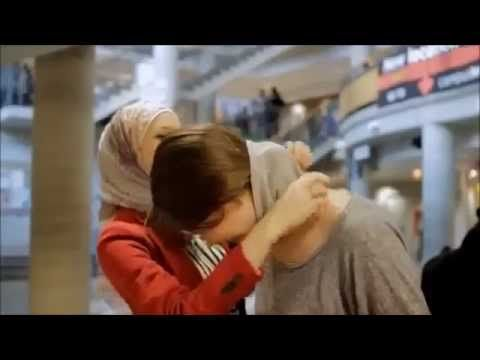 the reaction of non #Muslim_girls to wear the #hijab moment مترجم