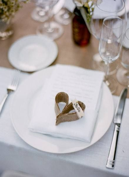 Love these little hessian hear place cards and the hessian table runner.