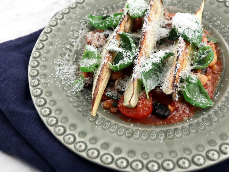 Medelhavsgryta med rostad aubergine och fryst fetaost | Recept från Köket.se