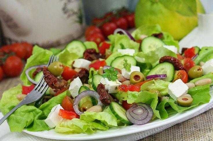 wesoła kuchnia: Sałatka prawie grecka pod gwiazdami