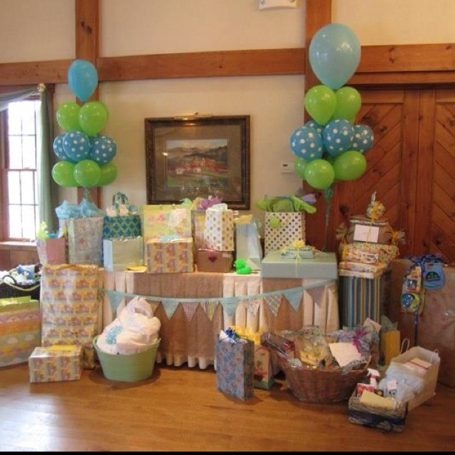 Exceptional Gift Table (love The Green U0026 Blue Balloons!