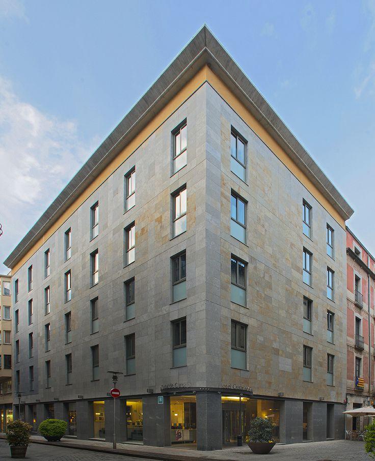 Hotel Ciutat de Girona, en ple centre cultural i històric de la ciutat. TopGirona. Revista nº 48 pag. 24