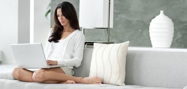 Knowing how to attract a woman online is a must if you are a guy who wants to have a dating life. There are many websites nowadays where you can make a profile page to show other women who you are. You can also directly communicate with other women through these dating websites. Once you have an account at an online dating website already, you should now apply tips on #HowToAttractWoman online.