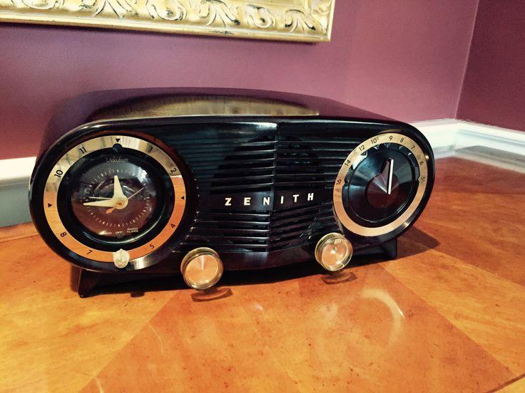 Vintage 1952 Chocolate Zenith Owl Eyes AM Tube Clock Radio Mid Century Modern Wonderful Super Clean Example