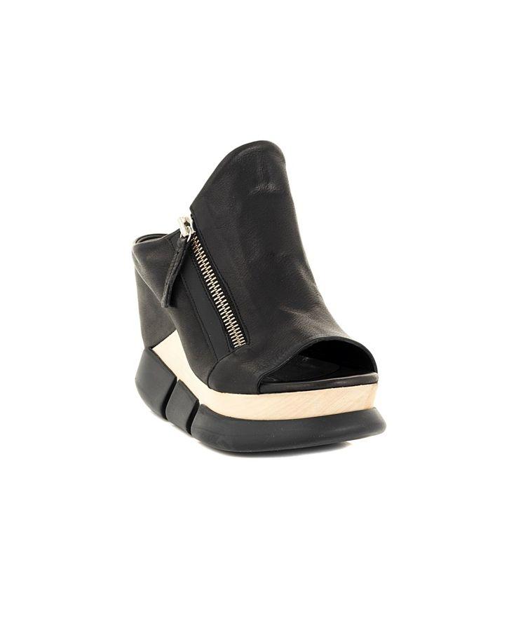 Black leather sandals wooden wedge rubber sole side contrast zipper Heel: 11 cm Platform: 3 cm