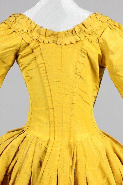 Detail rear view, robe à l'Anglaise, c. 1770. Chinese-yellow silk taffeta, self-fabric trimming.