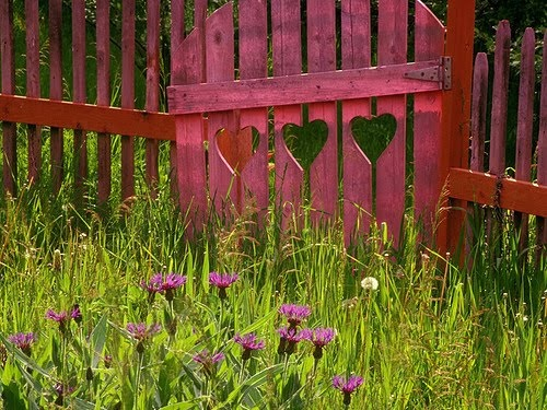 Oh so pretty!!: Doors, Picket Fences, Gardens Fence, Cutout, Valentines Day, Gardens Gates, Valentinesday, Heart Gates, Cut Outs