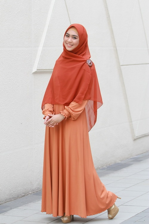 Who says you can't look fab with loose-fitting clothes and wide shawls?