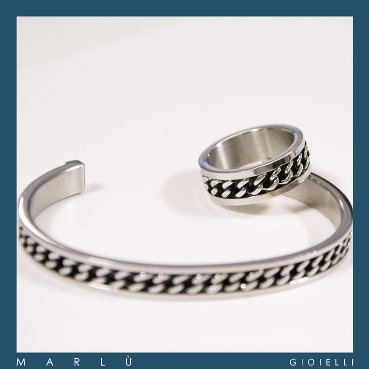 Anello e bracciale in acciaio e pvd nero con decoro a forma di catena della collezione #ManTrendy    Steel and black PVD ring and bracelet with decoration in the shape of chain. #ManTrendy Collection