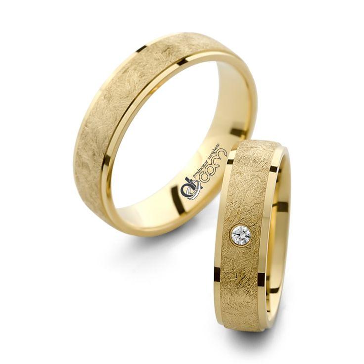 Beneficiaza de -30% REDUCERE pentru perechea de verighete de lux Esmeralda din aur galben si poti economisi 975 ron ! Promotia este valabila doar in magazinele ATCOM!