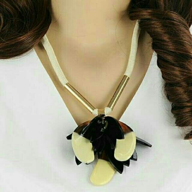 Saya menjual Kalung Fashion MARNI flower pendant decorated double layer design -RA5A6F seharga Rp172.000. Dapatkan produk ini hanya di Shopee! https://shopee.co.id/deventostore/11862851 #ShopeeID
