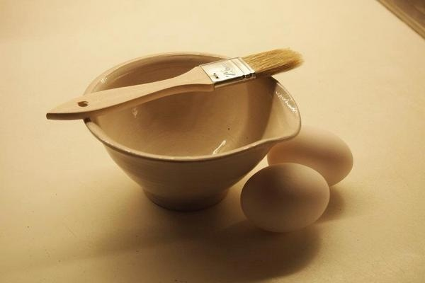 Small mixing bowl for salad dressing, omelete for one...