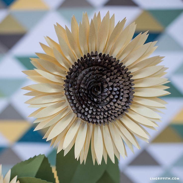 paper sunflowers Artsy hooligans   diy paper sunflowers guest post by: mina caragay supplies: tissue paper frozen pizza cardboard (or cardboard cut into circle) craft paint.