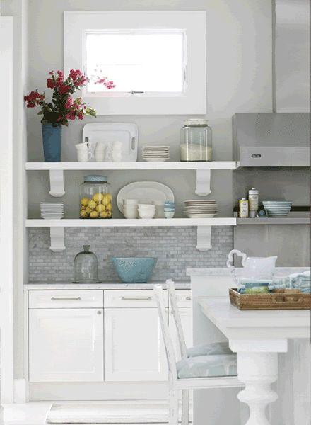 hay dos tipos de personas las que creen que las estanteras abiertas en la cocina