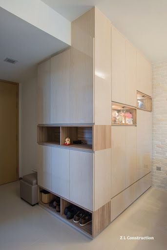 Z L Construction (Singapore)  Practical shoe storage and display cabinets at the hallway