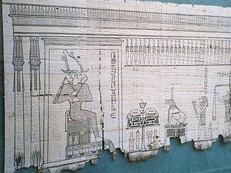 Papyrus (papier) — Wikipédia. La feuille de papyrus ou simplement papyrus (en grec ancien πάπυρος / papyros, en latin papyrum ou papyrus), est un support d'écriture obtenu par superposition de fines lamelles tirées des tiges de la plante Cyperus papyrus. Son invention remonte à près de 5000ans. Il était utilisé en Égypte et autour de la Méditerranée dans l'Antiquité pour la fabrication de livres et actes manuscrits.