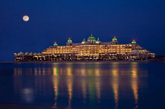 http://www.clubdelux.pt/kempinski-hotel-residences-palm-jumeirah-dubai/#: Residences Palm, Places, Luxury Hotels, Dubai Hotels, Crescent, Palms