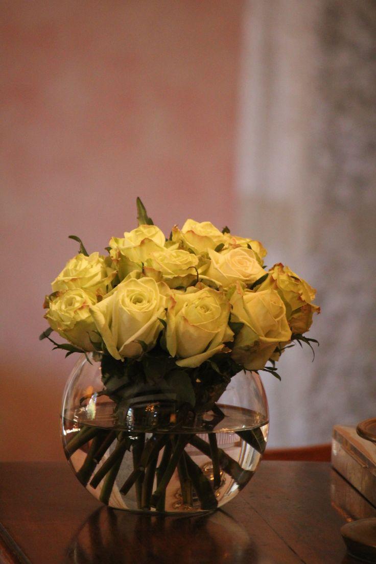 Arreglo de rosas en pecera
