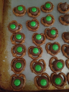 Mommy Lessons 101: A few St. Patrick's Day treats- I had no idea this was my cousins' site.  They are amazing moms.  Check them out.