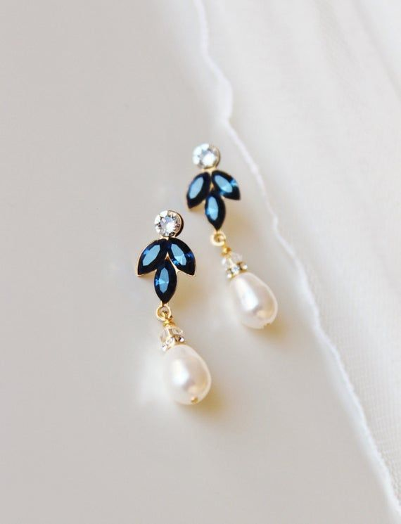 Powder Blue Pearl Drop Earrings Light Blue Pearl and Crystal Wedding Jewelery Pastel Blue Bridesmaid Gifts Blue Bridal Party Jewellery