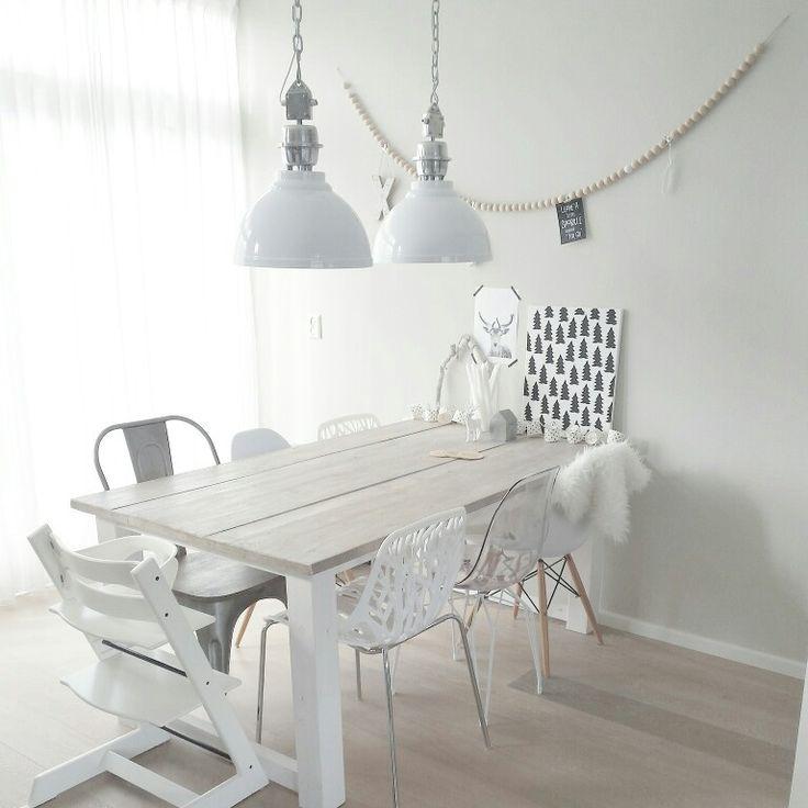 Eettafel, stoeltjes, scandinavisch wonen, wit, interieur