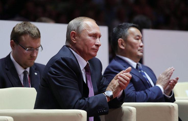 7 сентября 2017, 16:22   Лидеры России, Японии и Монголии вручили кубки победителям юниорского турнира по дзюдо   http://tass.ru/vef-2017/articles/4543410