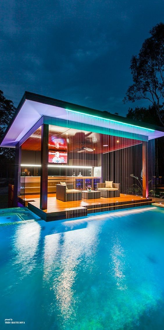 25 Luxurious House with Cool Swimming Pools