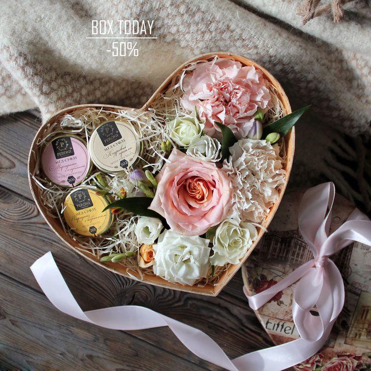 """""""Коробочка Дня"""" 10 июня 2017 г. со скидкой 50%!!!  Доброе субботнее утро! наконец-то выходные и есть возможность подольше✨😇а тем временем, уже готовы для вас целых две цветочно-сладостные коробочки дня🍀🌸  С любовью, Fashion Flowers💞  Стоимость без скидки: 2650 руб Стоимость со скидкой: 1325 руб  Состав: коробка-Сердце «Путешествия» 22*20*8,3см, Мёд-суфле Peroni «Кедровый орешек» «Парадайз с абрикосом» «Маргарита с клубникой», стружка, оазис, роза Шимер, Диантус Мун Голем, Диантус Пич…"""